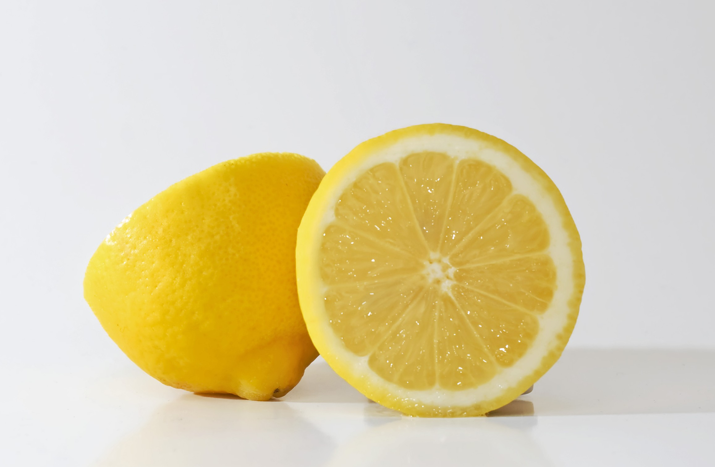 20 Incredible Things That Happen When Adding Warm Lemon Water to ...