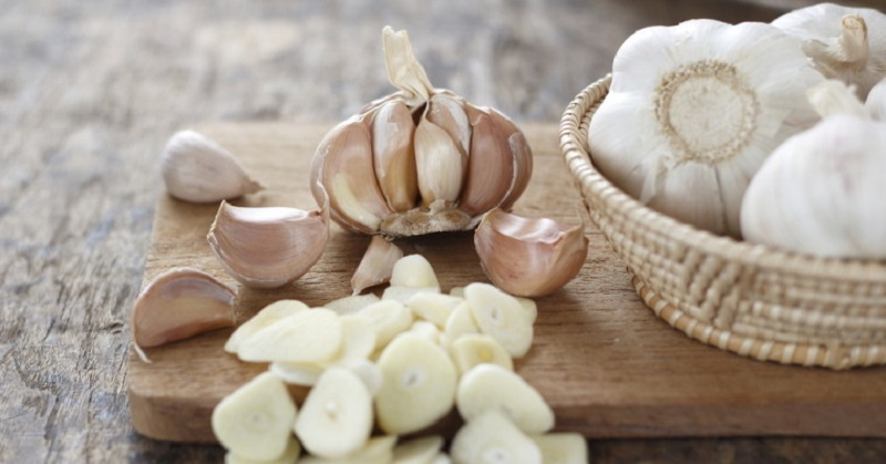 Garlic Eat Garlic and Honey on an Empty Stomach for 7 Days and THIS Will