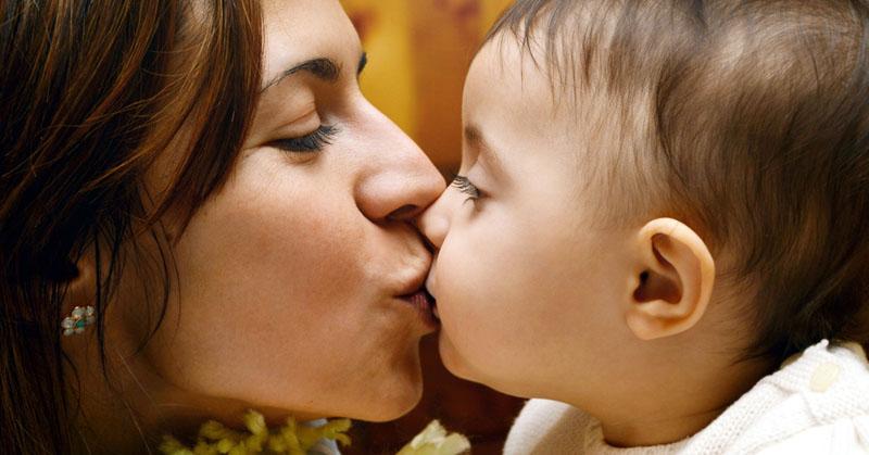 kiss baby lips FI