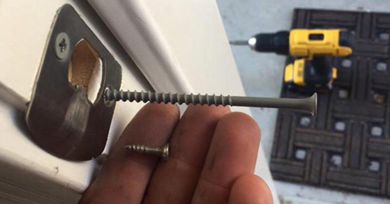 door-screws-fi