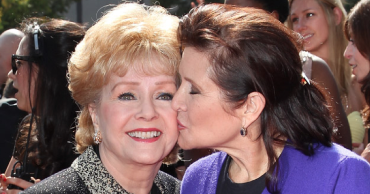 Debbie Reynolds (left) and her daughter Carrie Fisher (right). Image via Getty