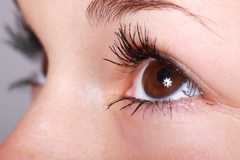 8 Simple Ways To Grow Longer Eyelashes Fast Davidwolfe