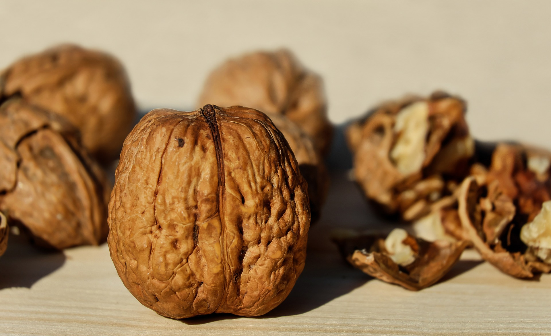 walnuts blepharitis symptoms