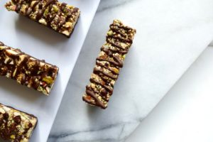 dark chocolate and nut bar FI